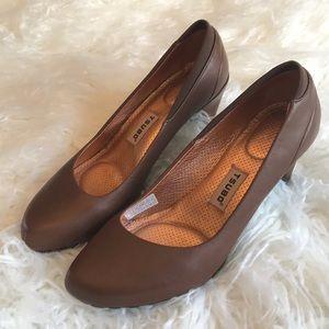 Tsubo Brown leather pumps heels EUC